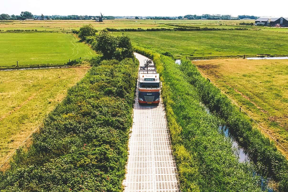 Groot aantal SIMgras betonplaten ter kavelpad verharding | Simbeton.nl