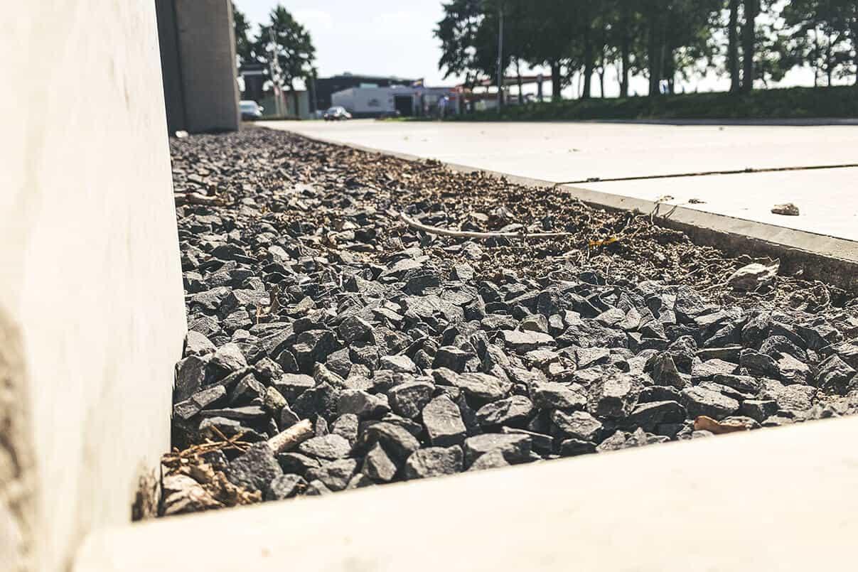 Grind langs Simvlak betonplaten | Simbeton.nl
