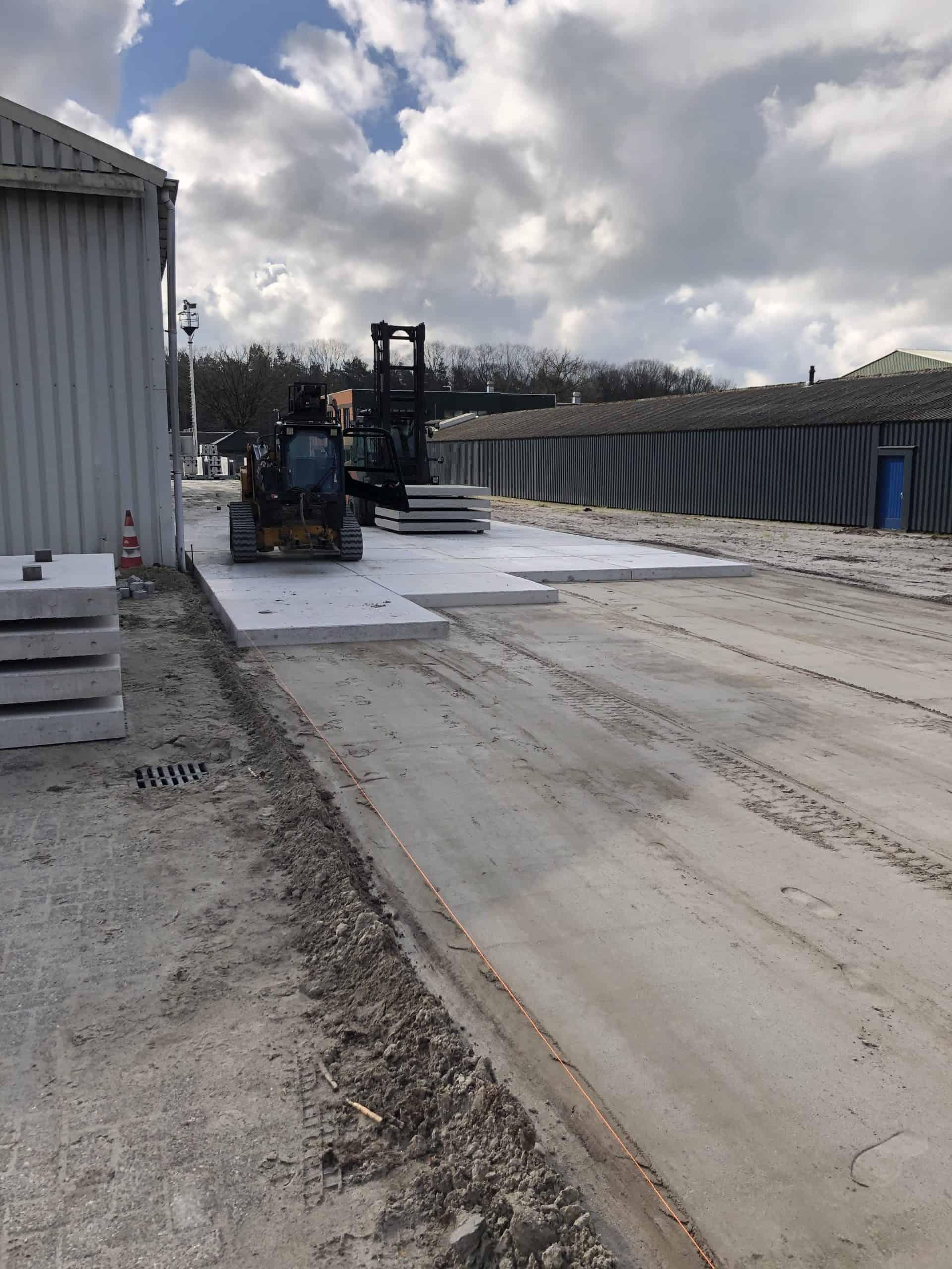 Terreinverharding met de 2x2 betonplaten van SIMbeton